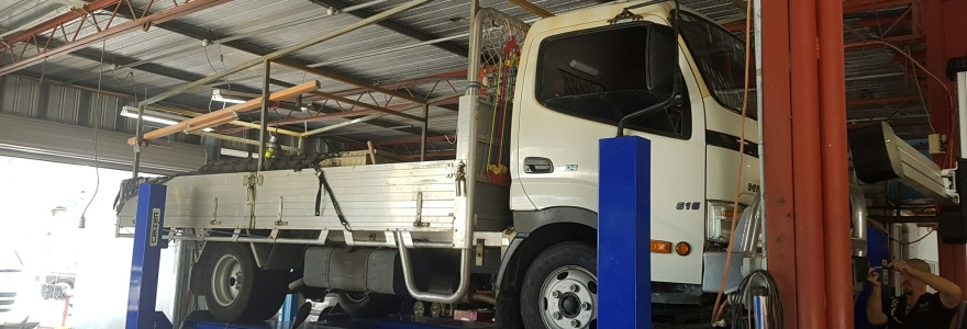 Mechanical service and repair small trucks Caloundra